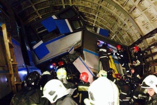 20 muertos al descarrilar el metro en Moscú