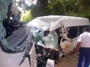 Tragico accidente entre Combi de pasajeros y camión lechero