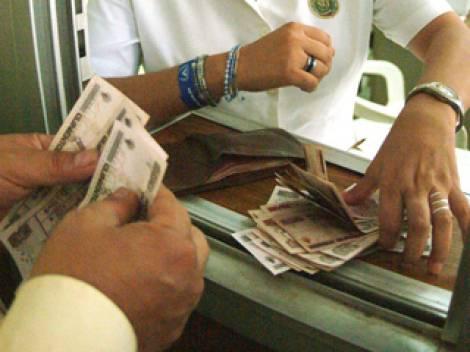 Dólar cierra en 14.69 pesos a la venta
